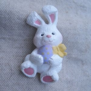 Hallmark Jewelry - Rabbit & Easter Egg Pin resin Hallmark